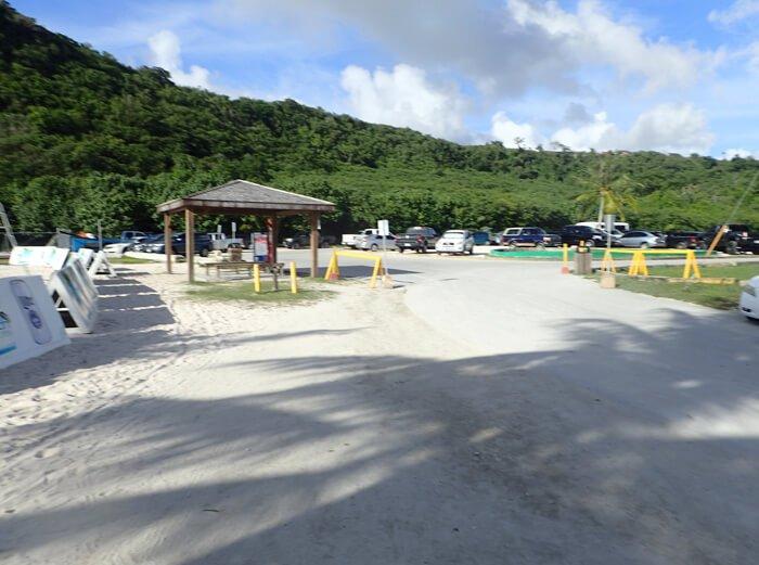 ガンビーチの駐車場