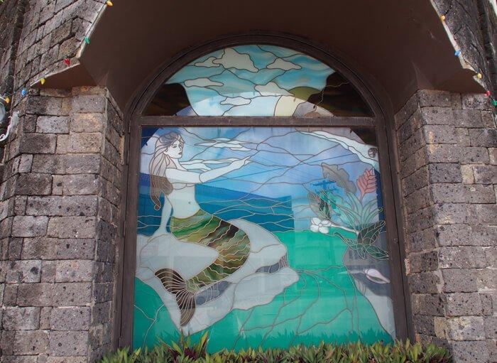 シレナ像のステンドグラス