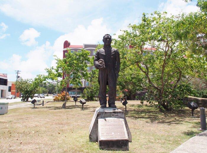 シレナパークの銅像