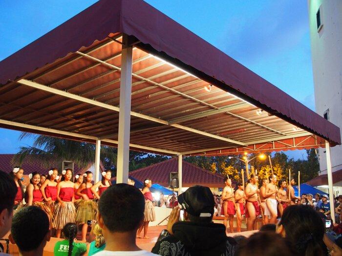 カルチャーステージのアイランドダンスショー