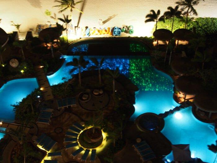 デュシタニグアムリゾートの夜のプール