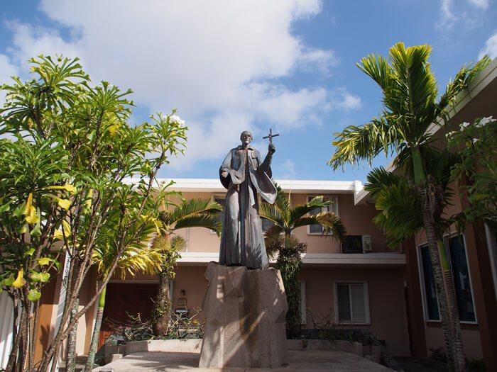 サンピレトス神父像