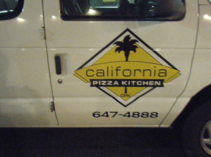 カリフォルニアピザキッチン送迎車