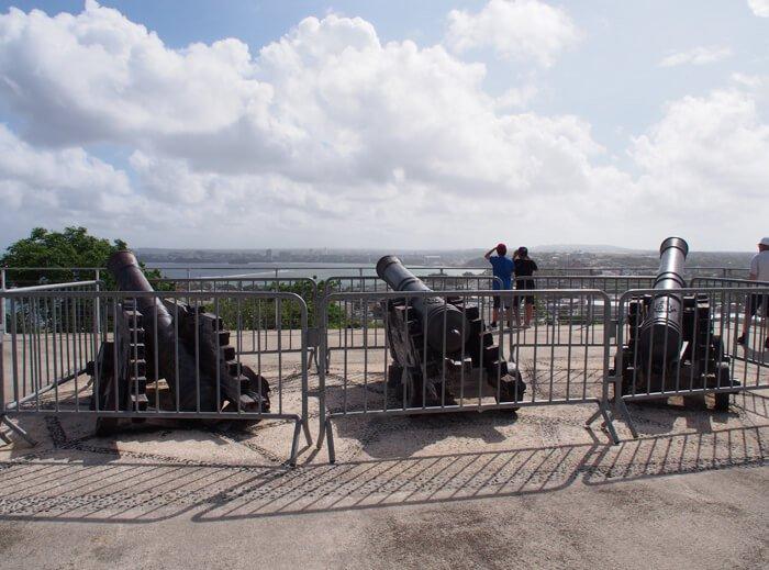 アプガン砦大砲のレプリカ