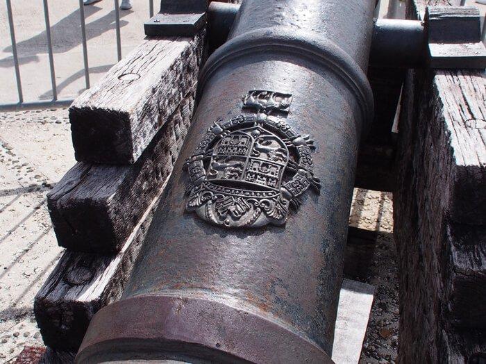 アプガン砦大砲スペインの紋章