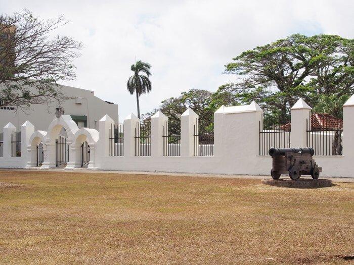 スペイン広場の大砲