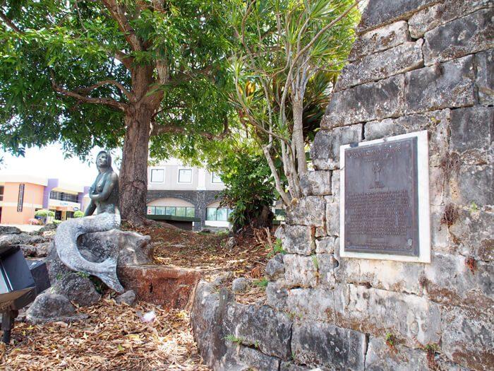 シレナ像とサン・アントニオ