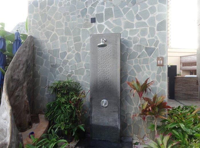 デュシタニ グアム リゾートのプールのシャワー