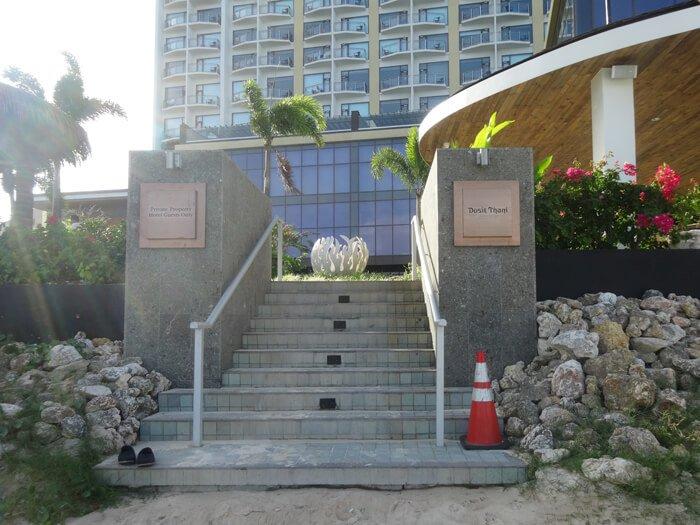 デュシタニグアムリゾートのプール入り口