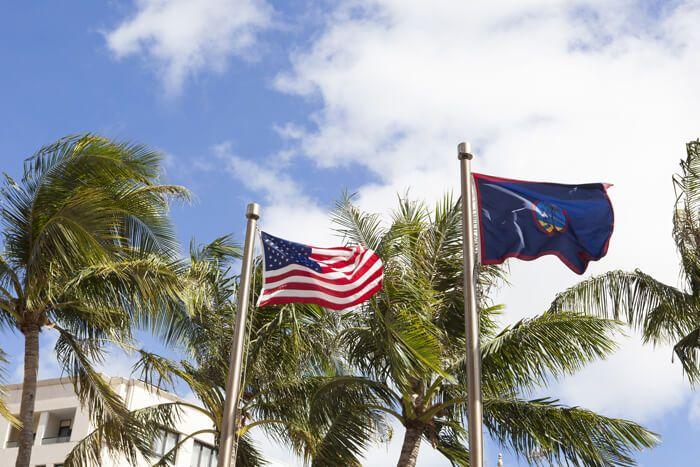 アメリカ国旗とグアム島旗