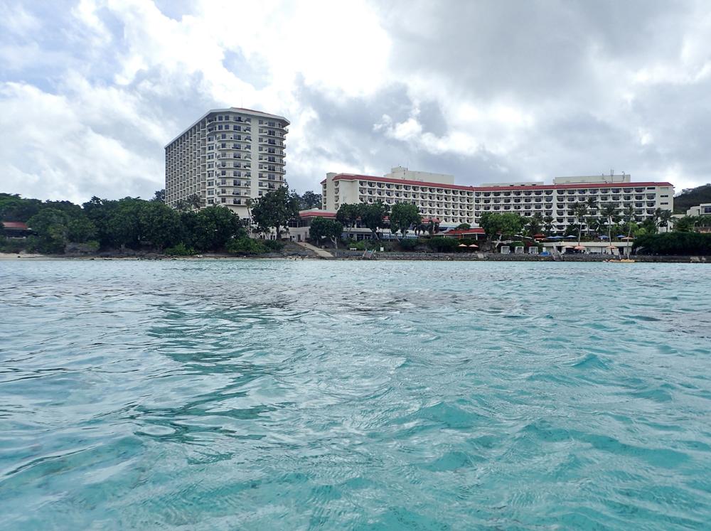 イパオビーチから見たヒルトングアム