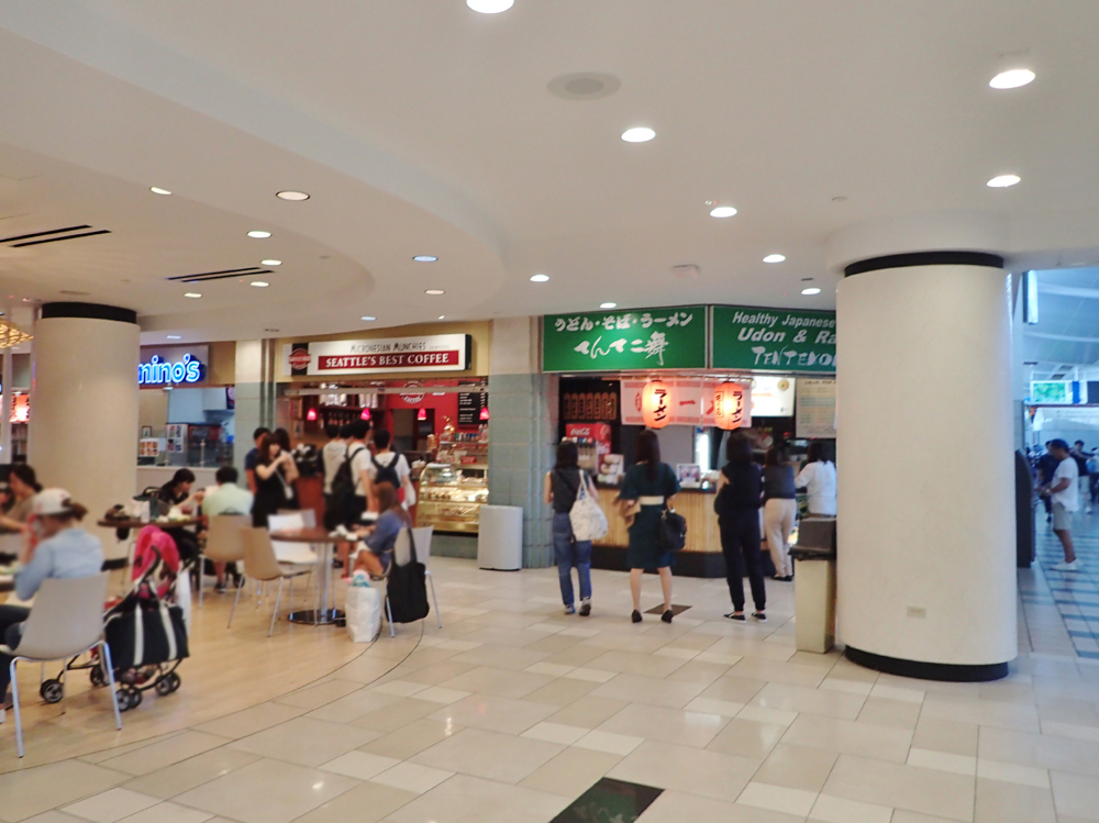 グアム国際空港のフードコート