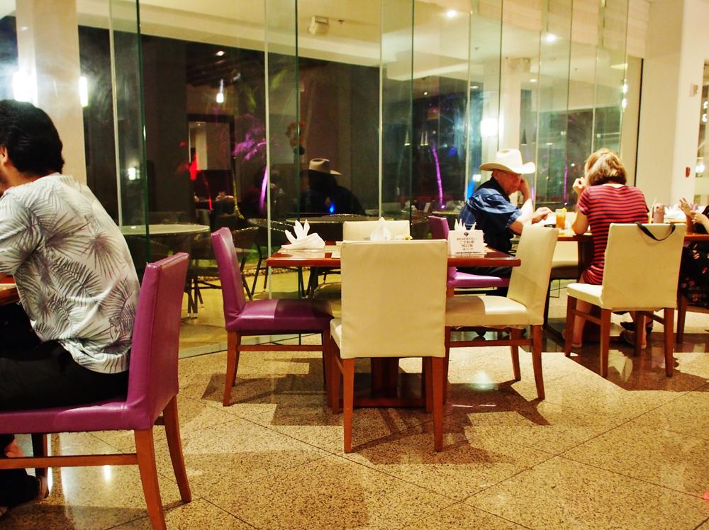 ワールドカフェのディナービュッフェ