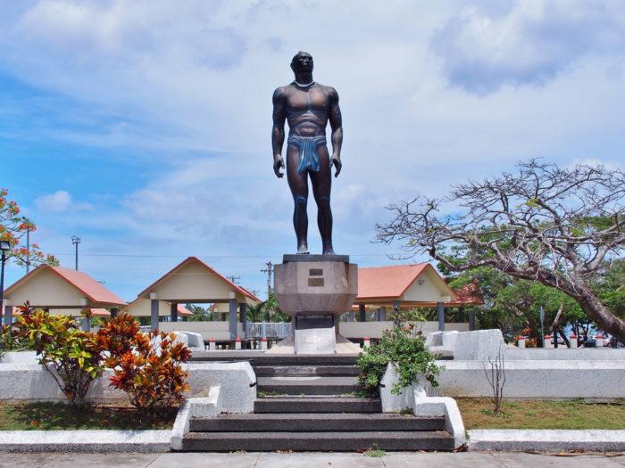 グアムの大酋長キプハ像